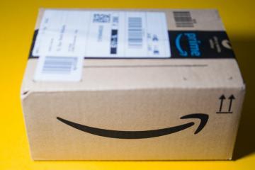 Famous amazon smile design on parcel
